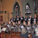 Foto van koor Zingen Houdt Jong en publiek in kerk Vleuten, tijdens concert ABZ.